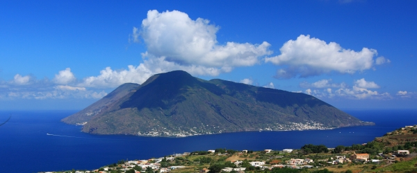 Sailing in Sicily: Salina, island of many facets.